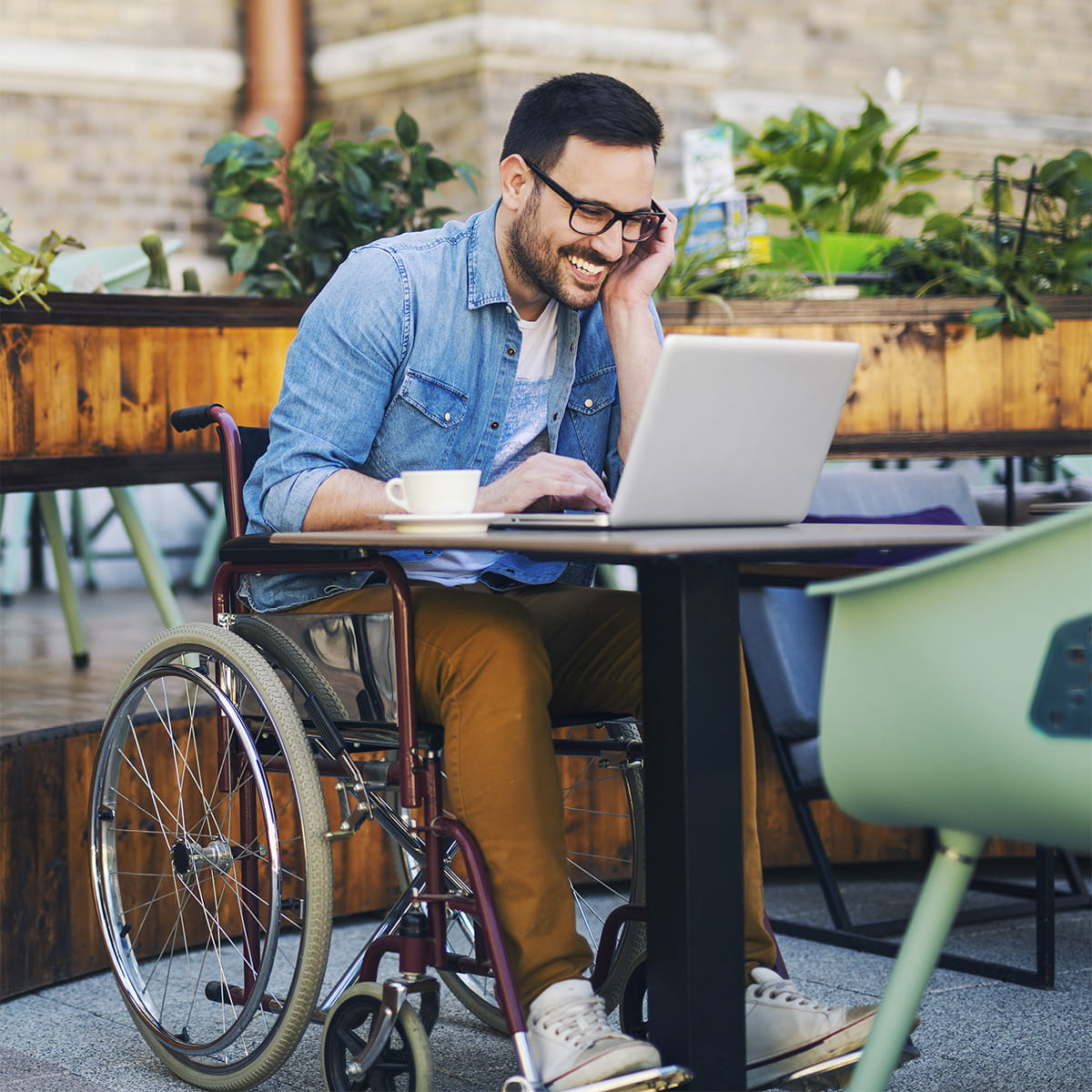 """Raport pt. """"Rynek pracy w Polsce a osoby z niepełnosprawnościami"""""""